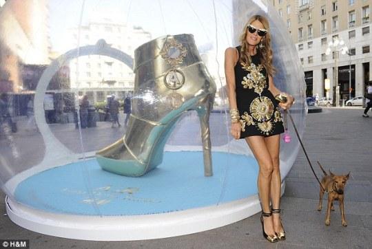 Anna Della Russo and tiny dog in Milan H&M accessory line launch