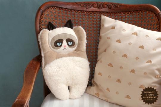 Kissen Crumpy Cat von Kerstin Bauer, pic via DaWanda
